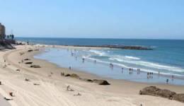 Las aguas de baño de las playas gaditanas se mantienen con niveles de calidad adecuados